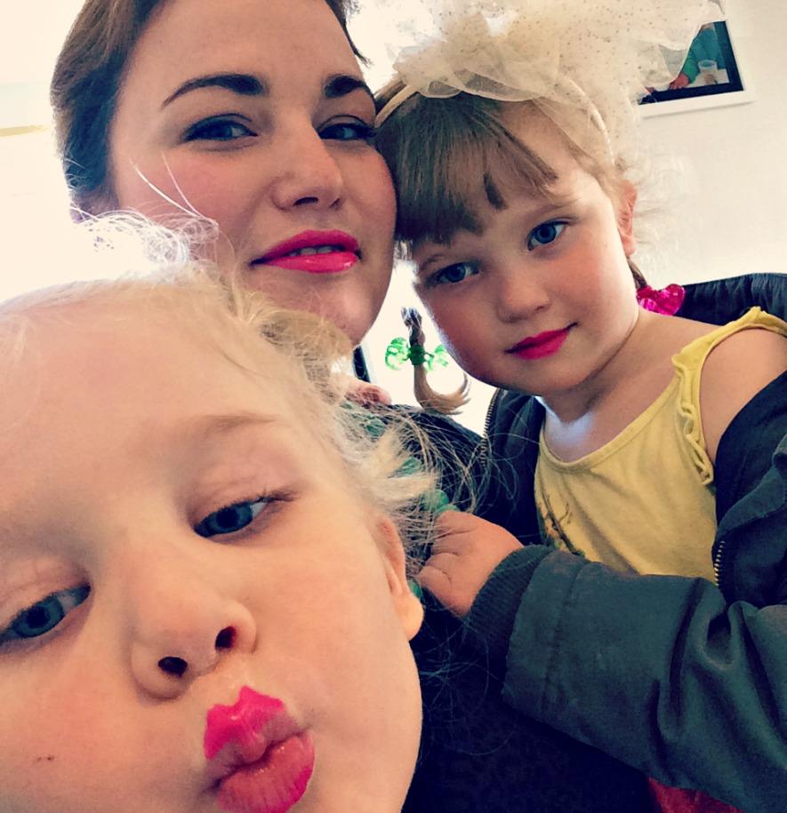 pink læbestift selfie