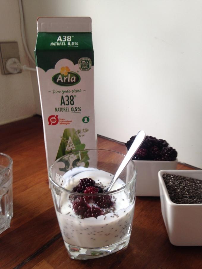 Morgenmad med Chia frø og selvplukket brombær