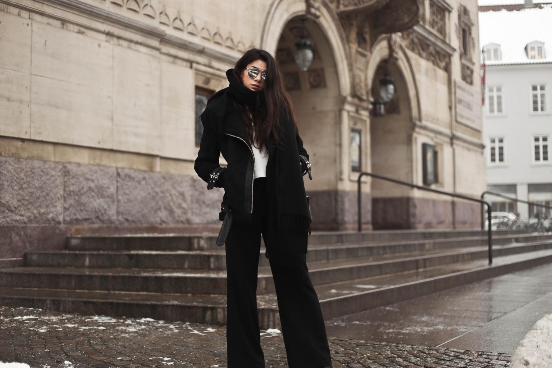 shearling coat-25, shearling coat, gina tricot, hoss pants, pumps, zara pumps, pointy heels, shearling coat outfit, shearling coat style, all black outfit, tailored pants, wide pants outfit, mowoblog, mowo blog, celine trio bag outfit, black on black outfit, winter outfit, danish fashion blogger, fashion blogger, blogger, blogger europe, blog, fashion blog, style blog, danish, scandinavian style