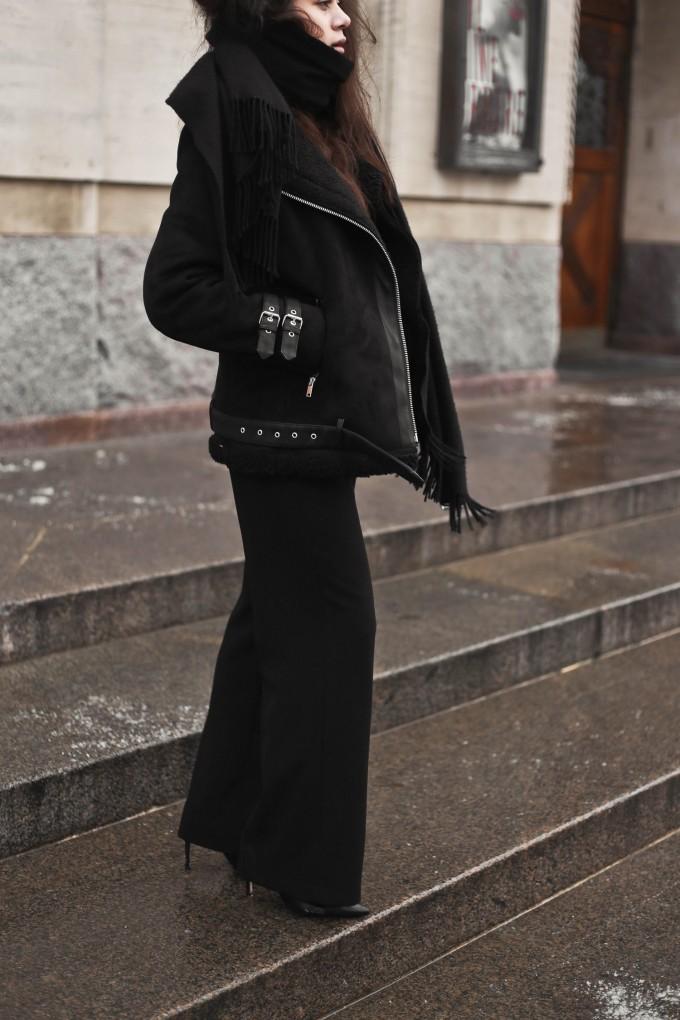 shearling coat-43, shearling coat, gina tricot, hoss pants, pumps, zara pumps, pointy heels, shearling coat outfit, shearling coat style, all black outfit, tailored pants, wide pants outfit, mowoblog, mowo blog, celine trio bag outfit, black on black outfit, winter outfit, danish fashion blogger, fashion blogger, blogger, blogger europe, blog, fashion blog, style blog, danish, scandinavian style