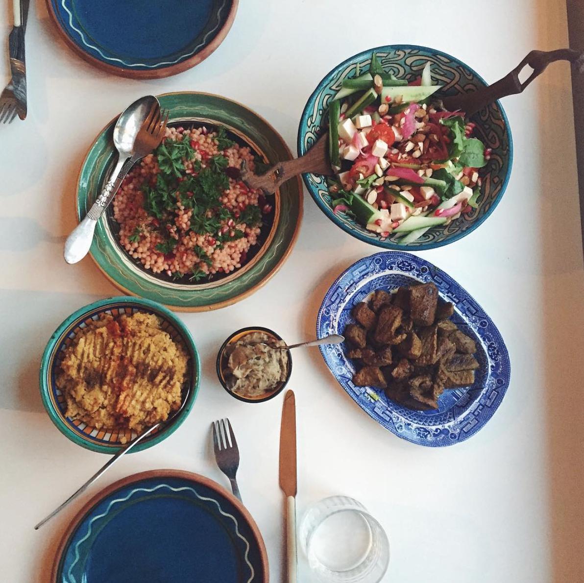 Ras el hanout-marineret oksekød med couscous og en grøn salat