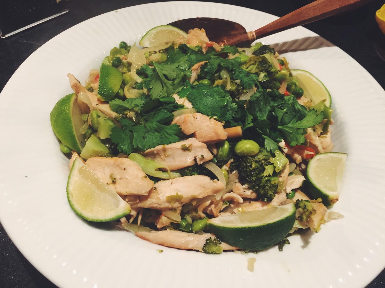 Grøn thai chicken med nudler