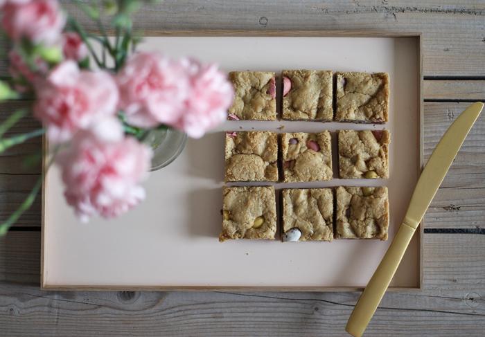 cookie-bars med mini eggs