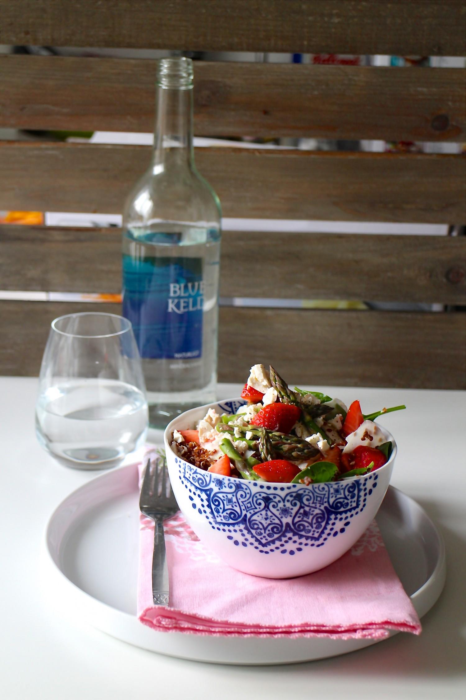 Quinoasalat med jordbær, asparges og fennikel