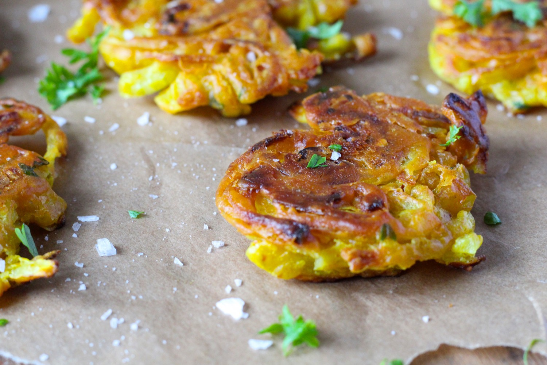 Onion bhajis - sprød indisk snack (vegansk)