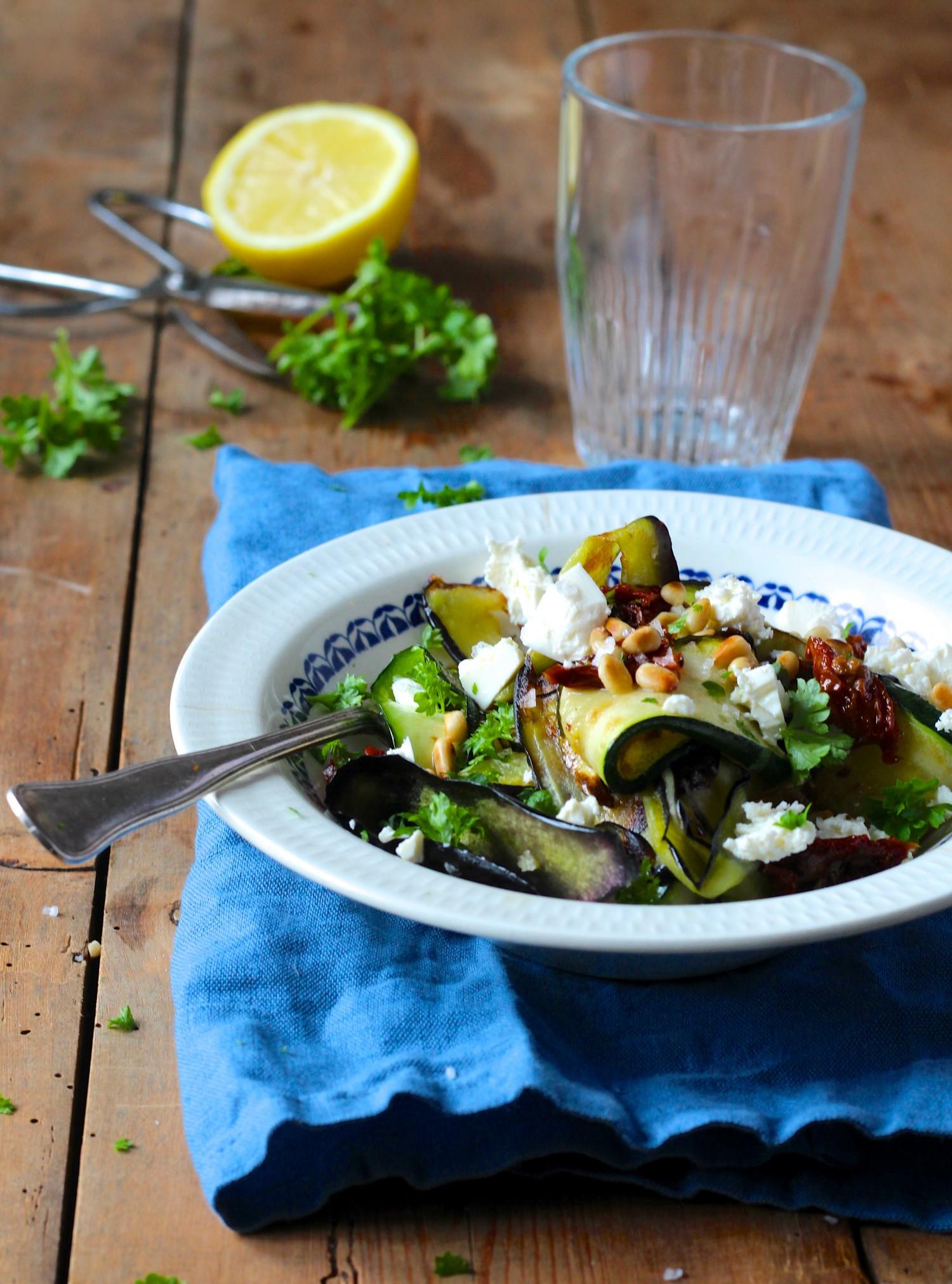 Stegte Grøntsager Med Feta Og Pinjekerner Hurtig Aftensmad