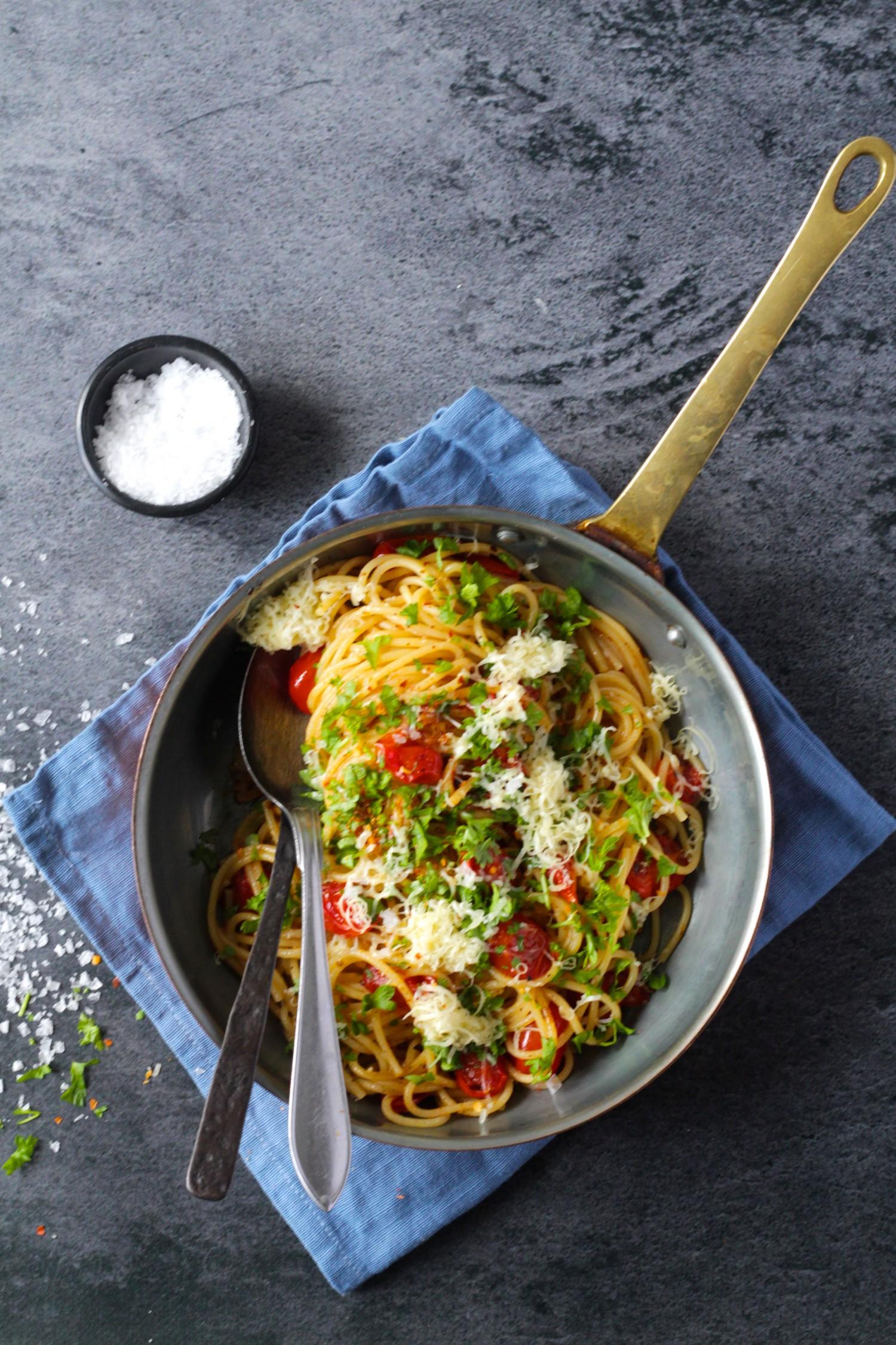 Hurtig og billig hverdagspasta med tomater