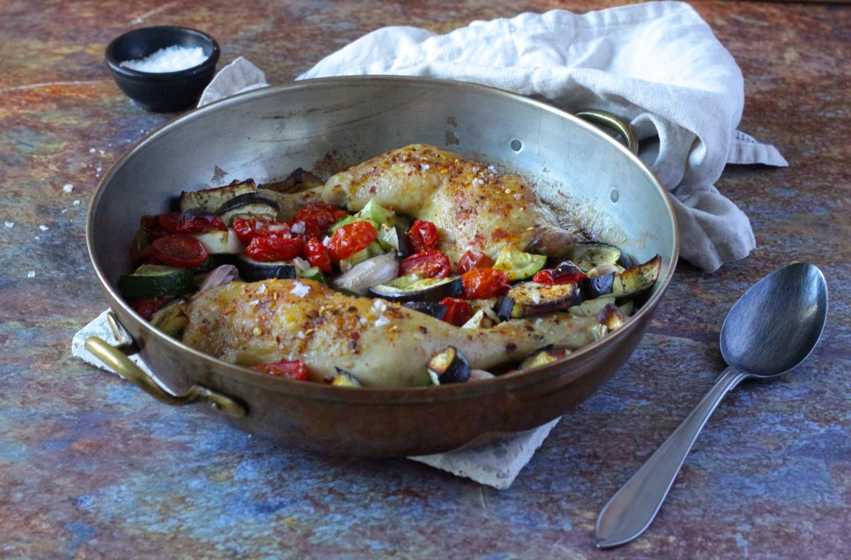 Kylling og middelhavsgrønt - alt i et fad