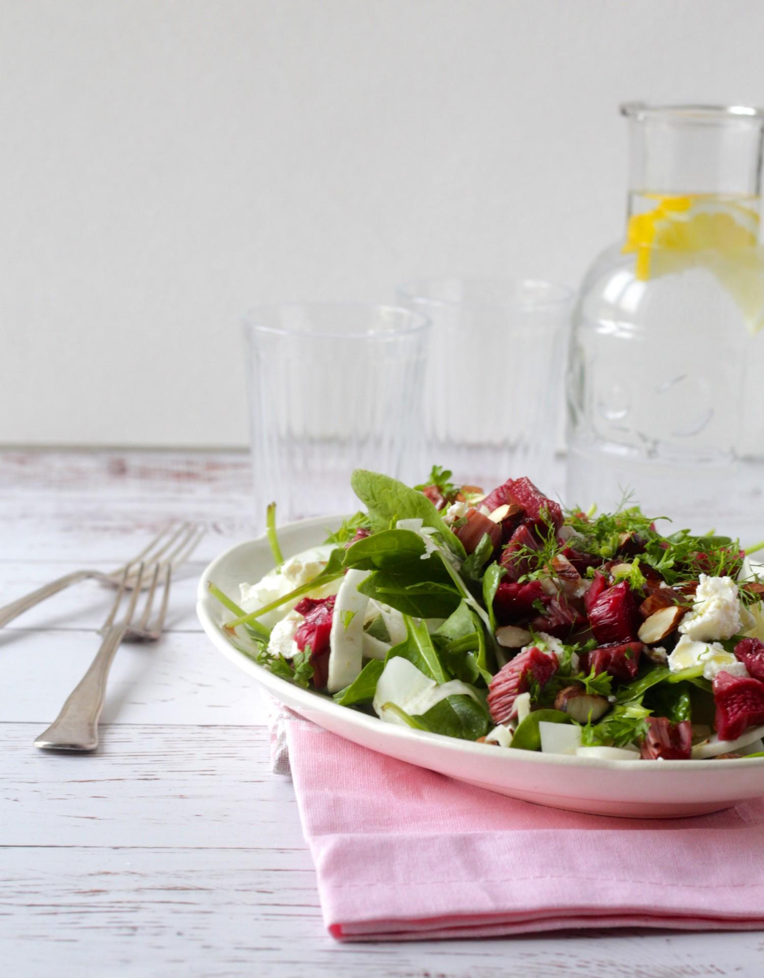 Salat med bagte rabarber og fennikel