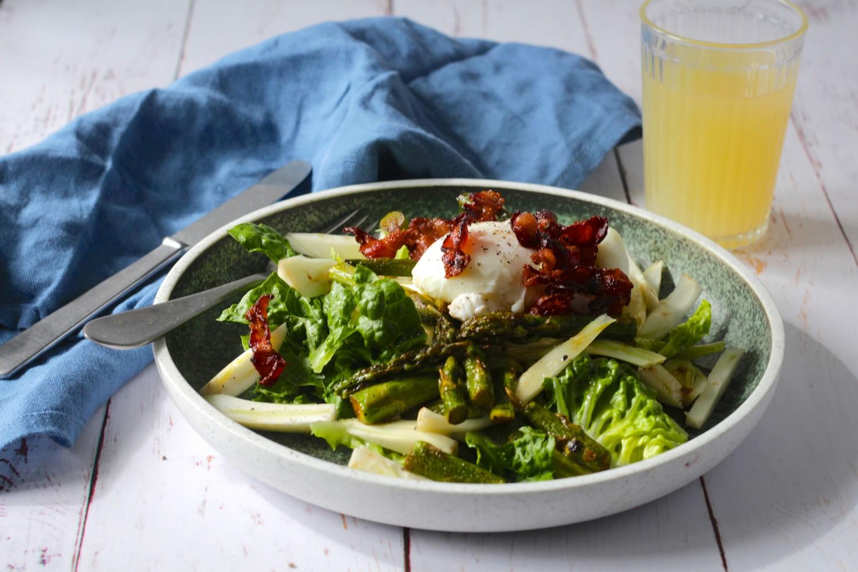 Morgenmadssalat - pocheret æg med fennikel og asparges