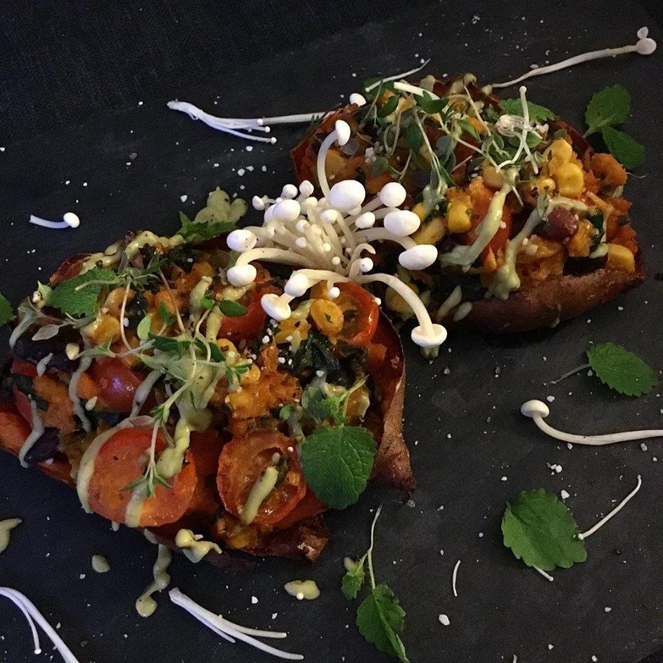 Fyldte mexicanske sweetpotatoes.