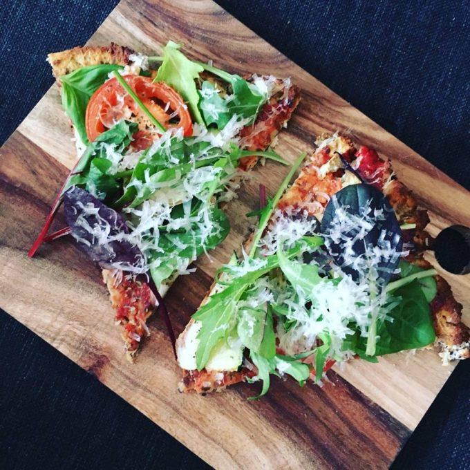 Blomkål- og knolderselleri pizza