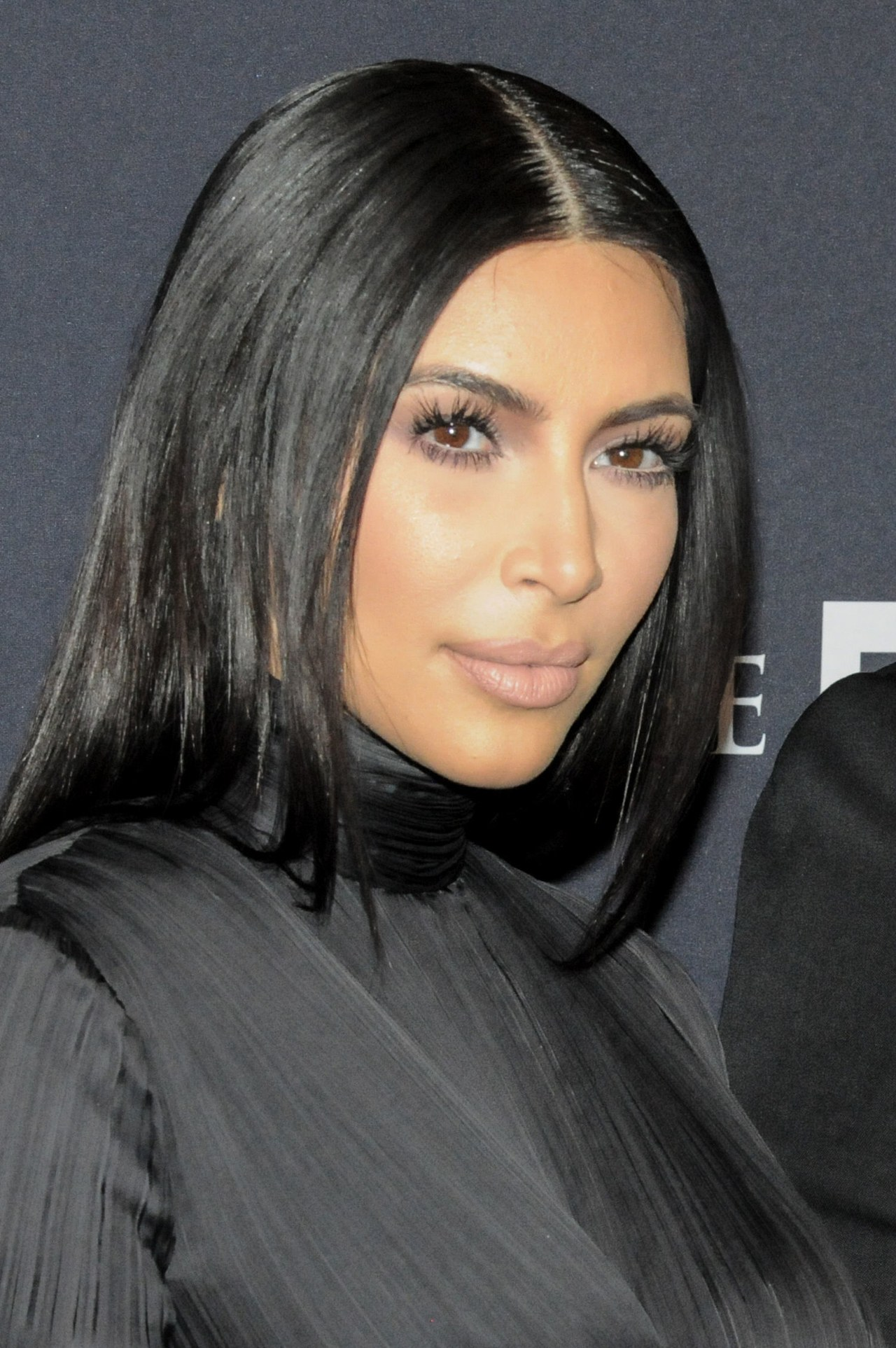 beauty-2015-01-kim-kardashian-shiny-hair-product-main