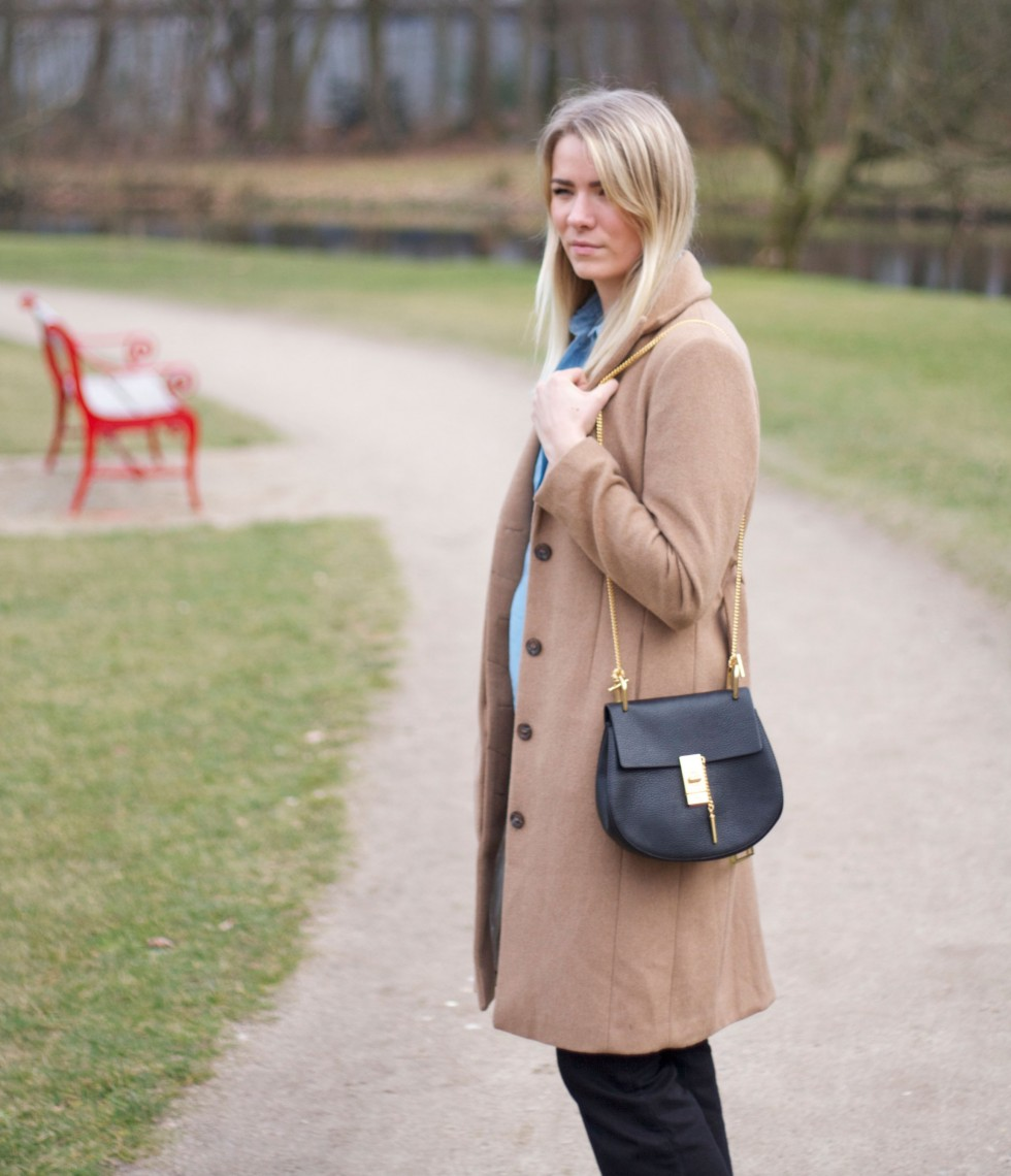camel-coat-drew-chloé-bag-outfit