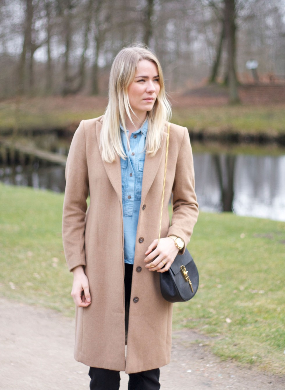 camel-coat-outfit-fashion-denim-flare