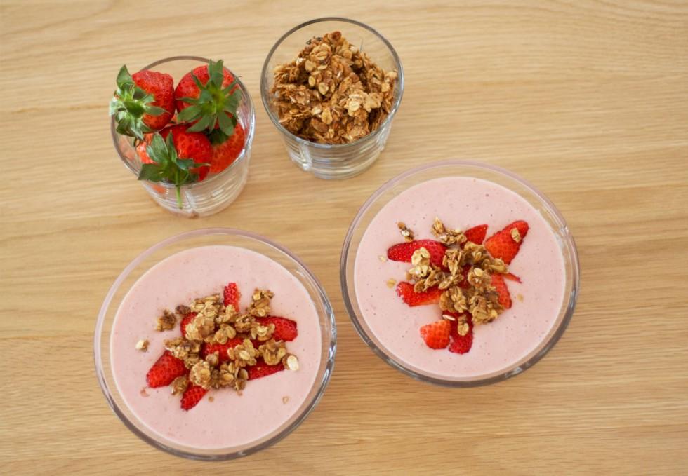koldskål-med-jordbær-sukrin-gold-mysli