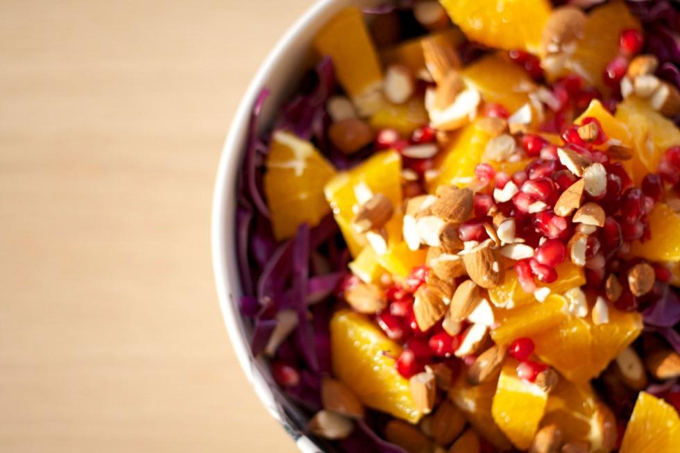 mandler-salat-rødkål-granatæble-appelsin