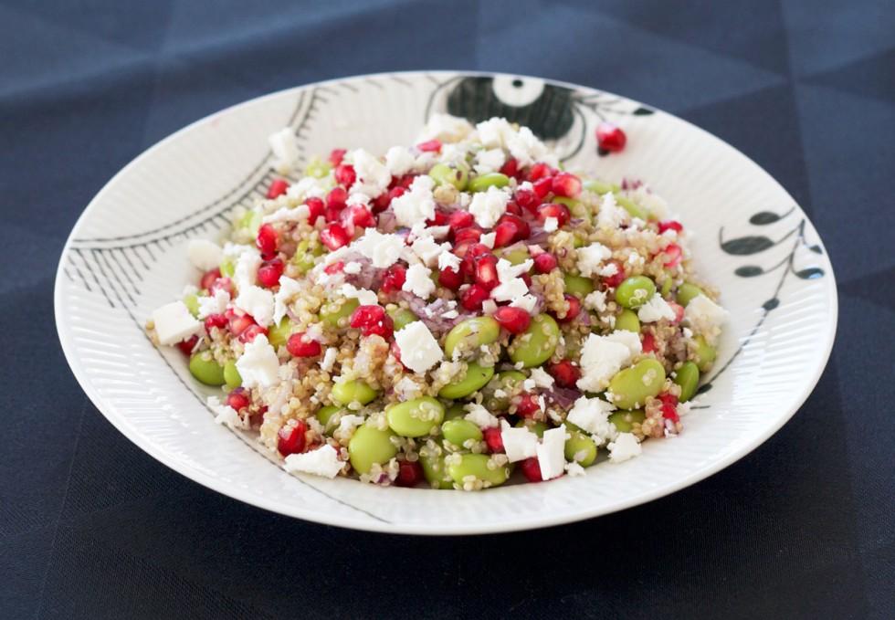 salat-med-granatæble-soja-bønner-feta