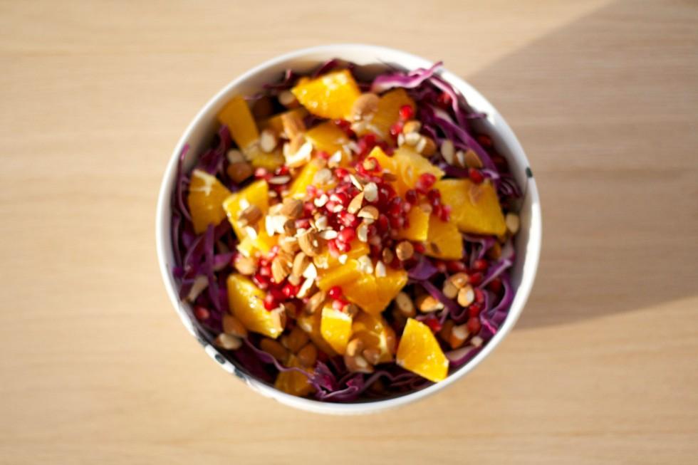 salat-rødkål-granatæble-appelsin-mandler