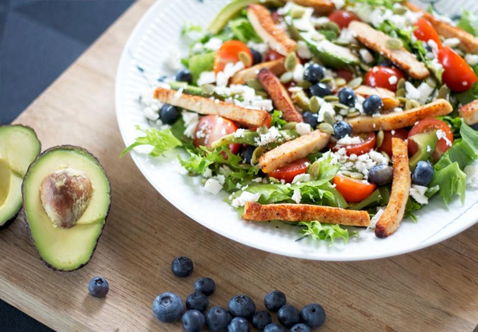 salat-med-kylling-blåbær-feta