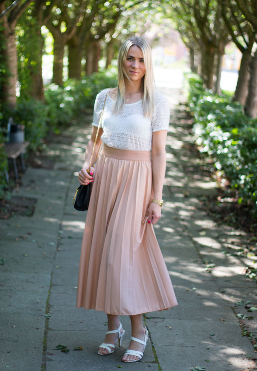 pleated-skirt-pastel
