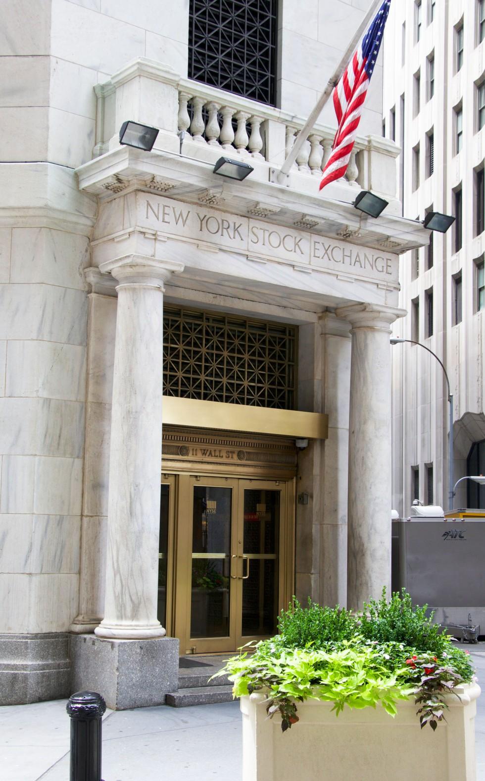 wall-street-bank