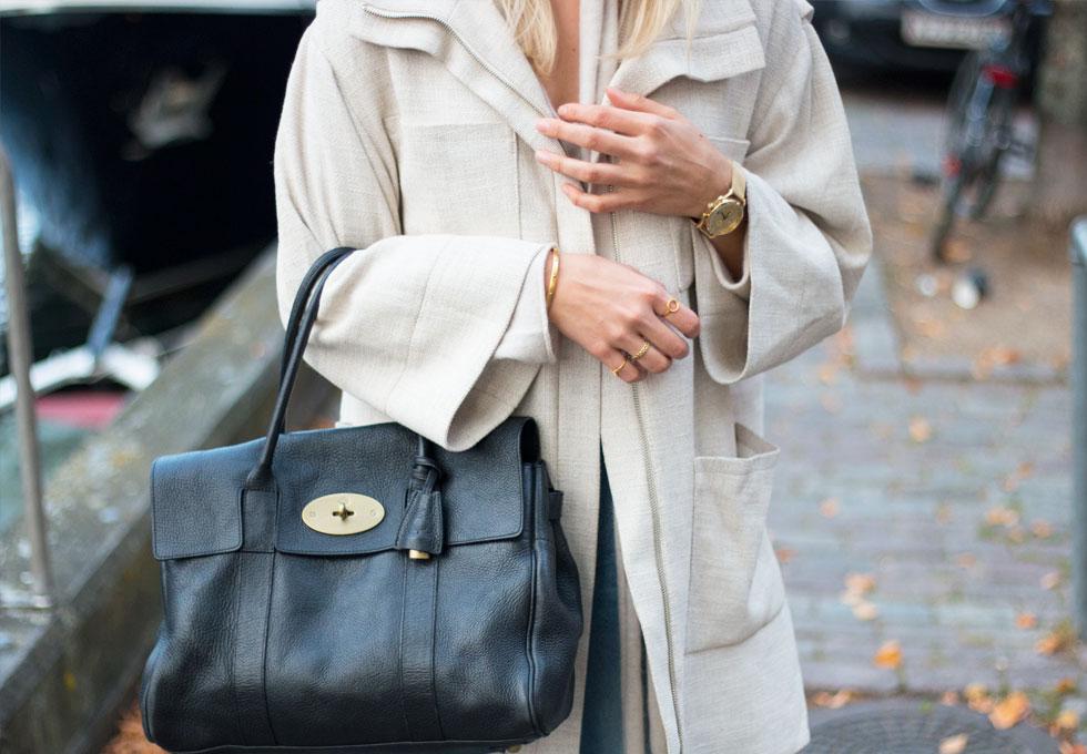cashmere-sweater-gold-jewellery