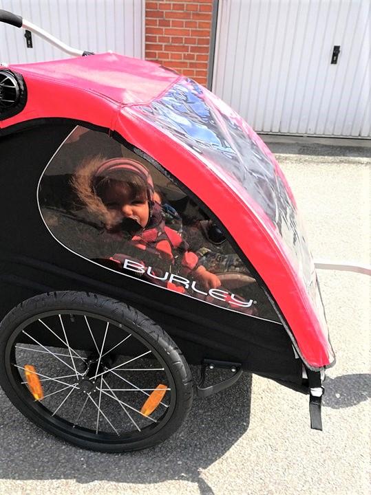 Børnene synes bestemt det var en sjovere beslutning at få en cykel i stedet for en varm bil :-P