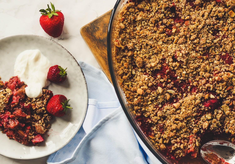 jordbær-rabarbercrumble
