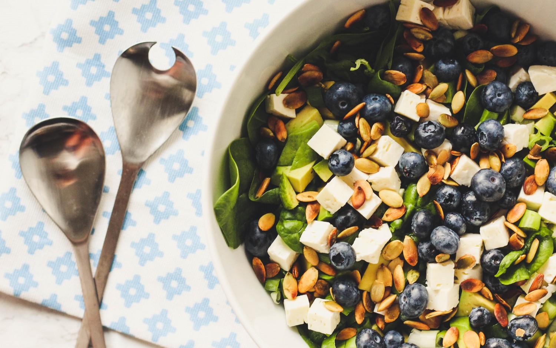 salat med frisk spinat