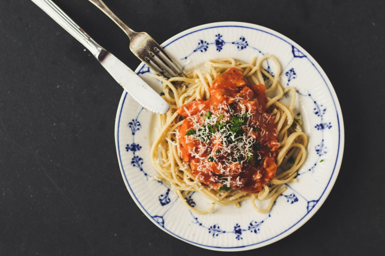 pasta med cremet tomatsauce og kylling