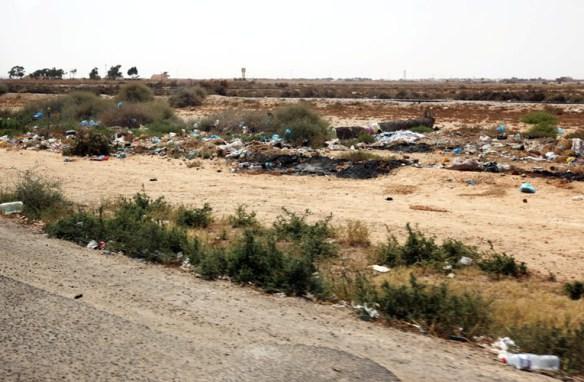 Tunesien_affald_og_skrald_ved_vejen