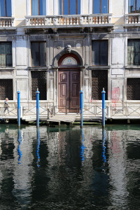 web_Venice_canal_and_poles