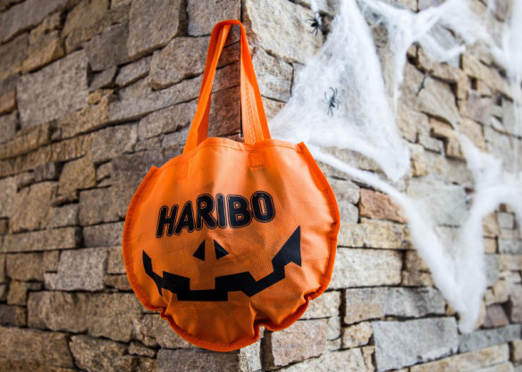 Halloween_Haribo_trick_or_treat_pose_Marina_Aagaard_blog