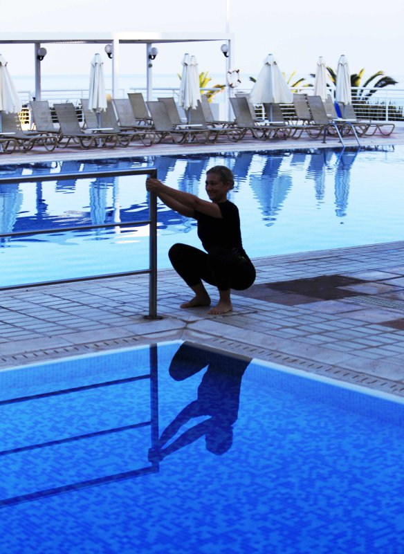 Deep_squat_support_Marina_Aagaard_fitness_blog