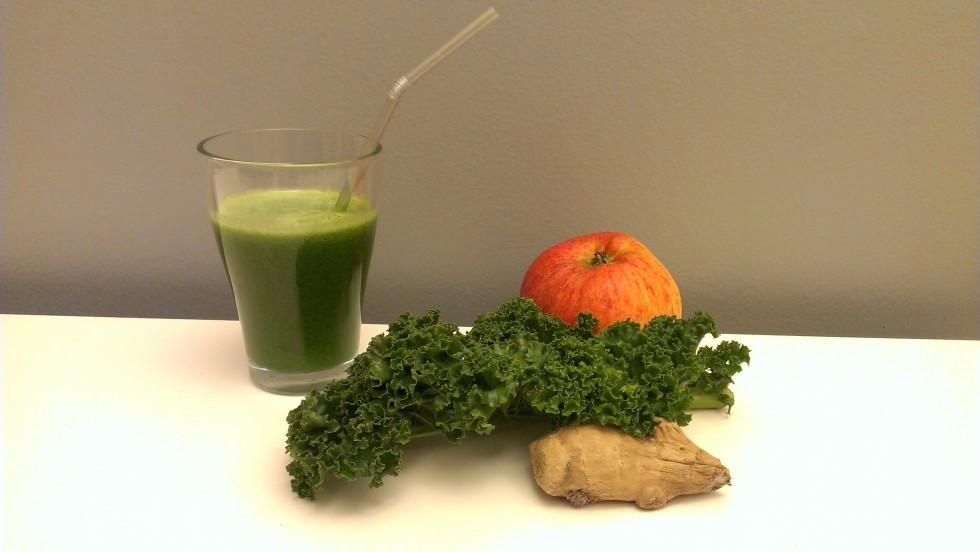 Grønkål, ingefær og æblejuice