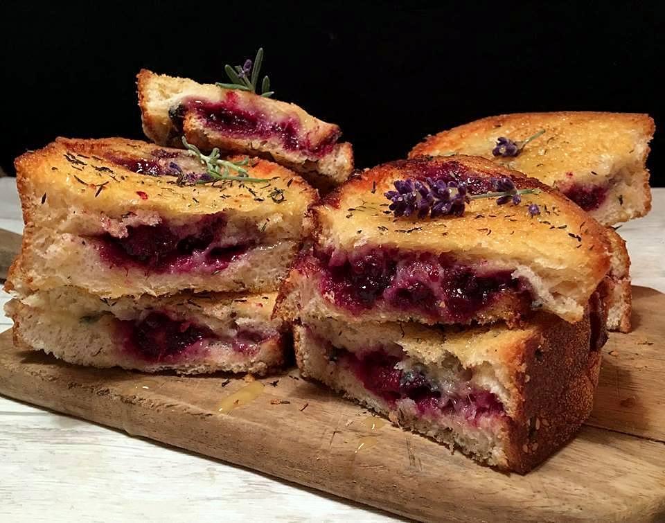 toast-med-brombaer-mv
