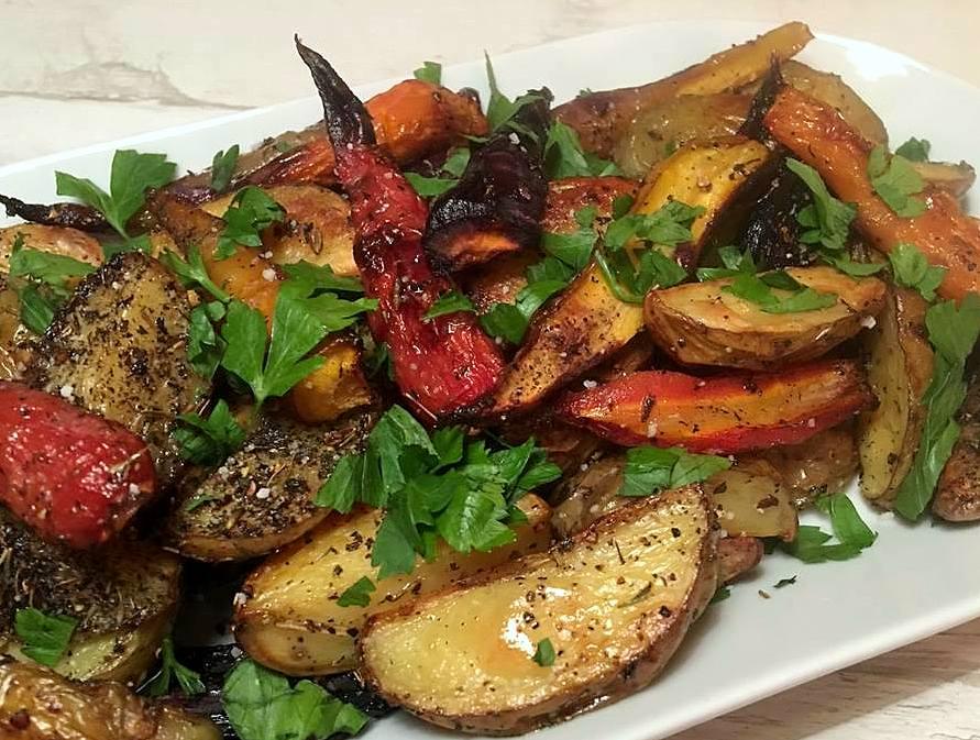 ovnbagte-kartofler-og-guleroedder-mv