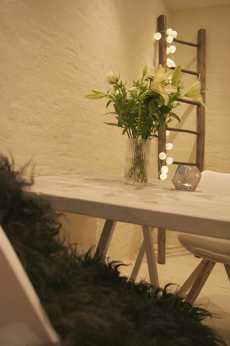 Guide lav et spisebord med brede planker