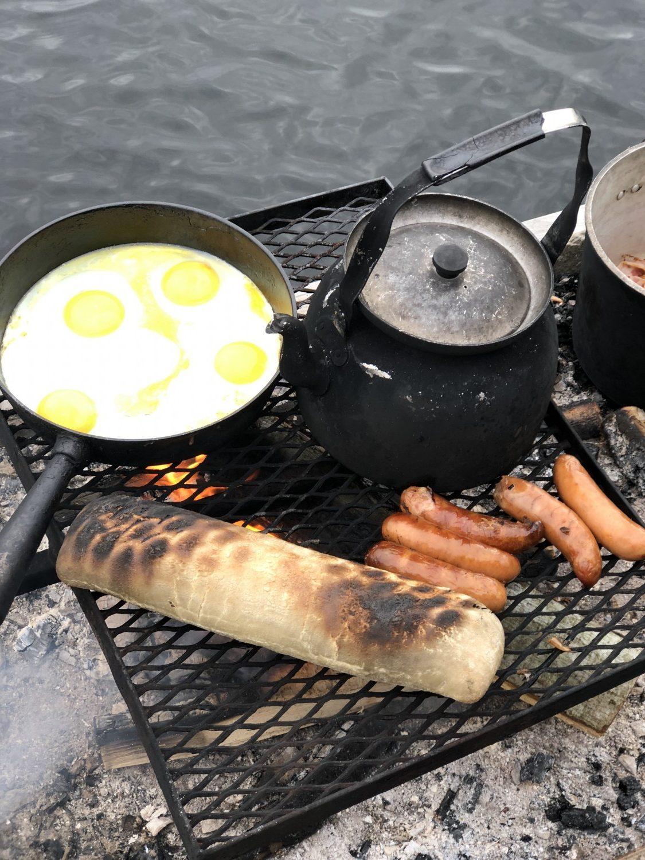 Morgenmad på bål