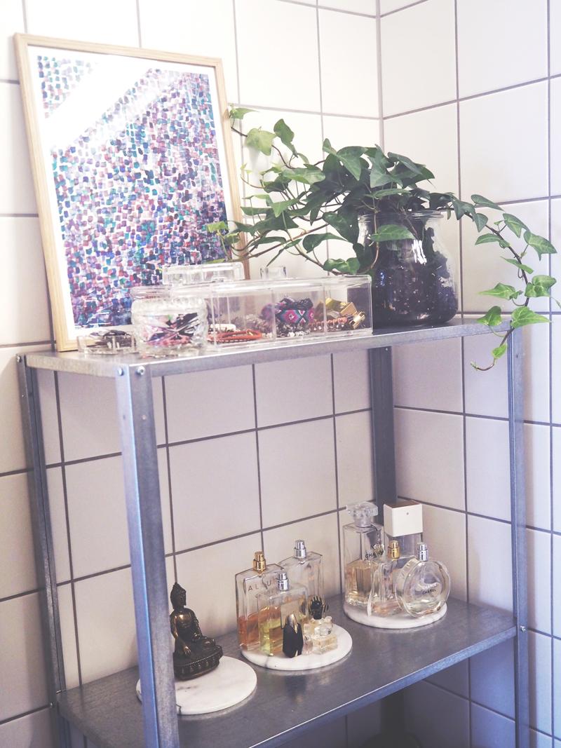 Ny badeværelsesreol – Emma Martiny