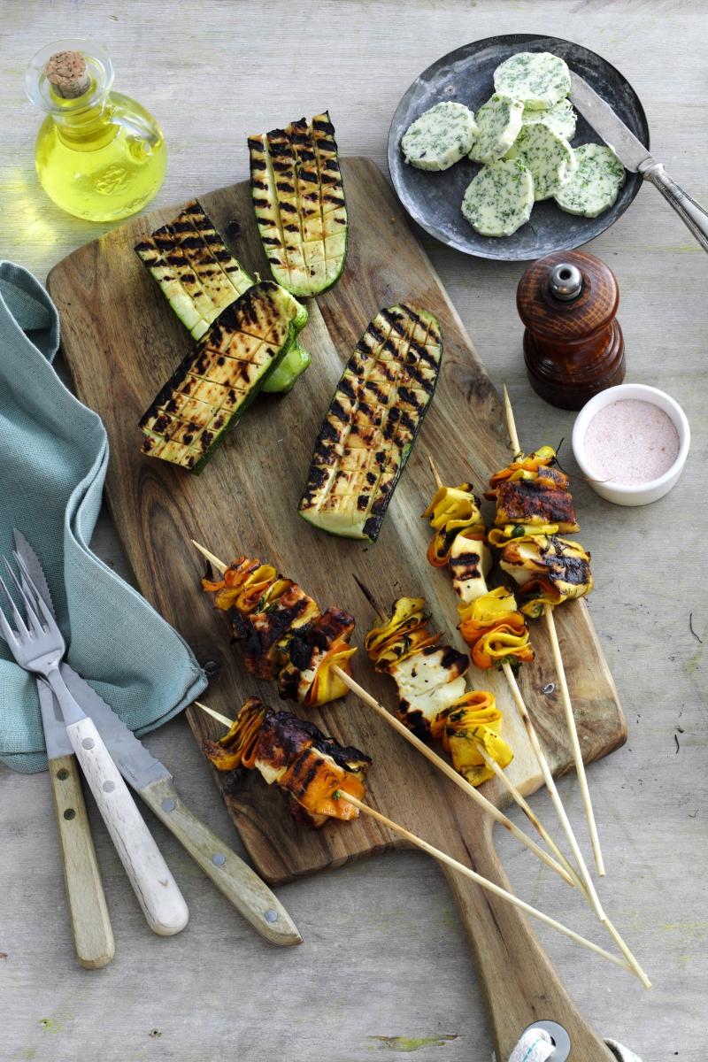Ternet hvidløgssquash - Grillede grøntsagsspyd med halloumi - Grillede majs med hjemmelavet kryddersmør -Fyldte grillede porrer2