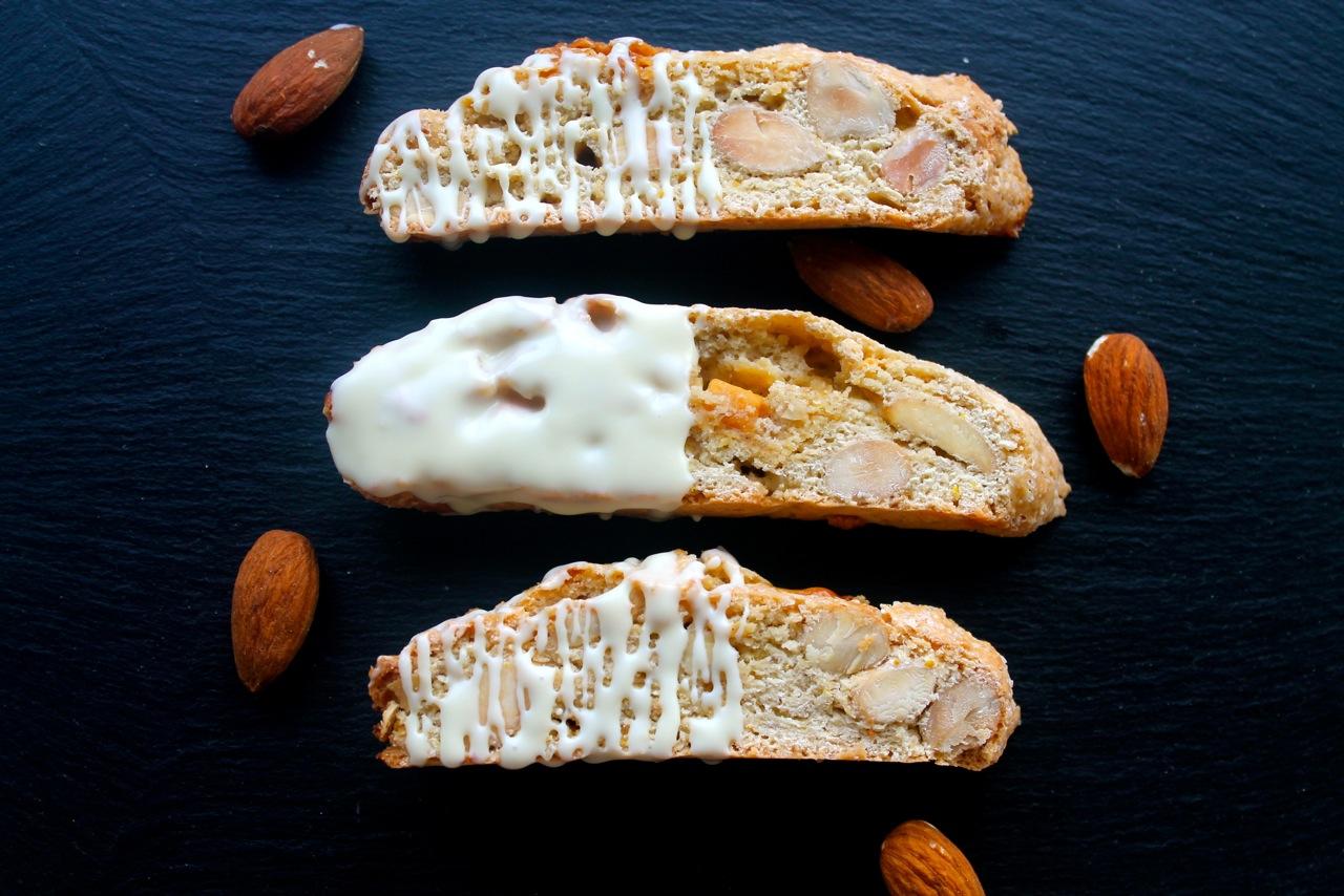 Biscotti med appelsin, mandler og hvid chokolade