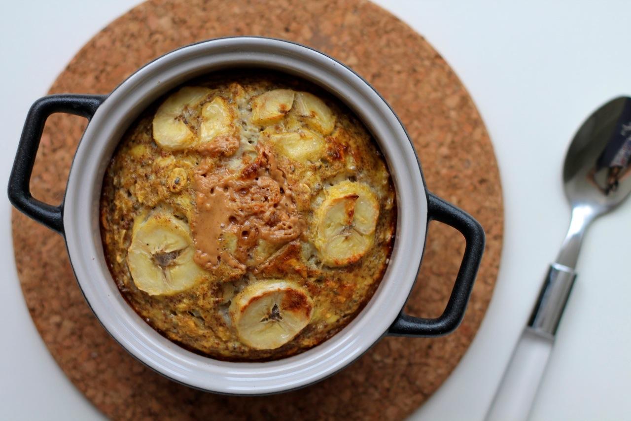 Bagt grød med banan og peanutbutter