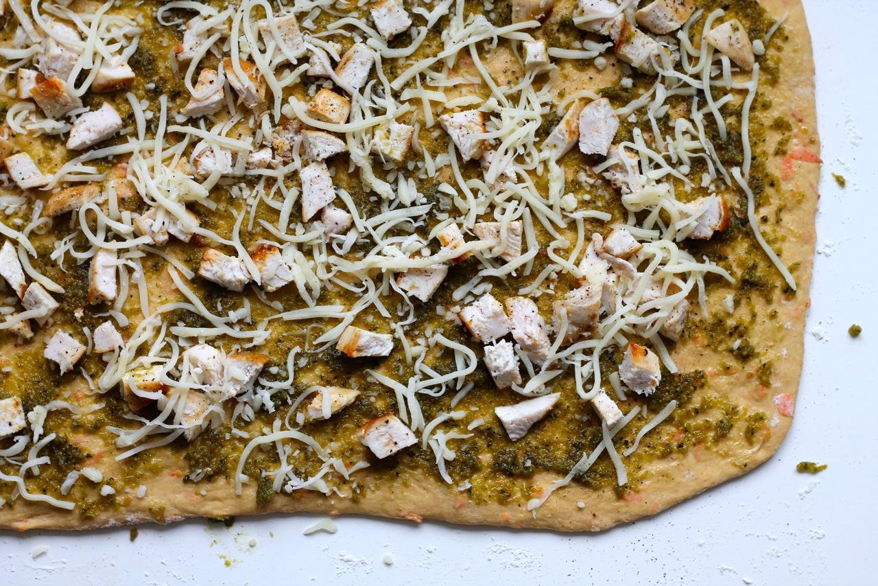 Grove pestosnegle med kylling og ost