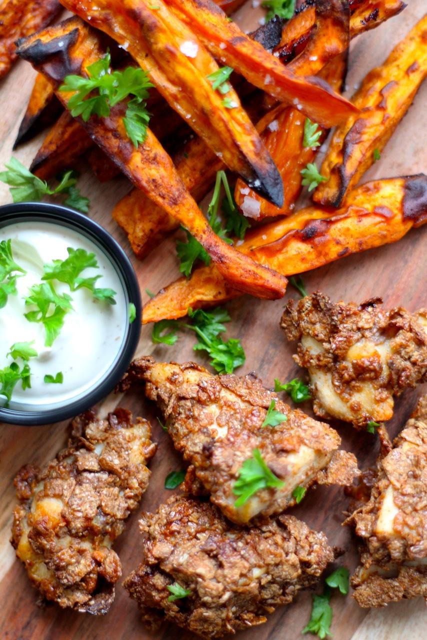 Ovnbagte sprøde kyllingenuggets med sød kartoffel fritter