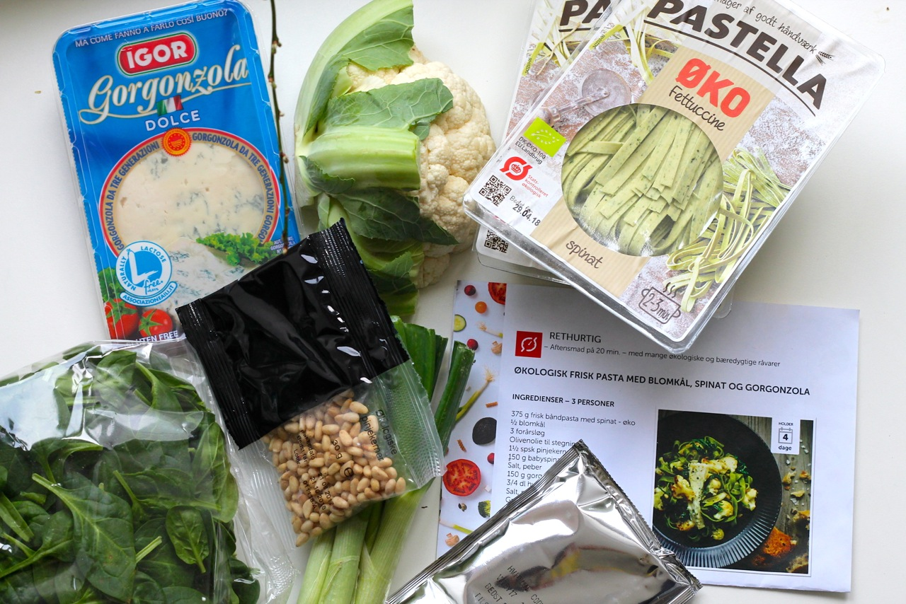 pasta med blomkål, pinjekerner og gorgonzola-sauce