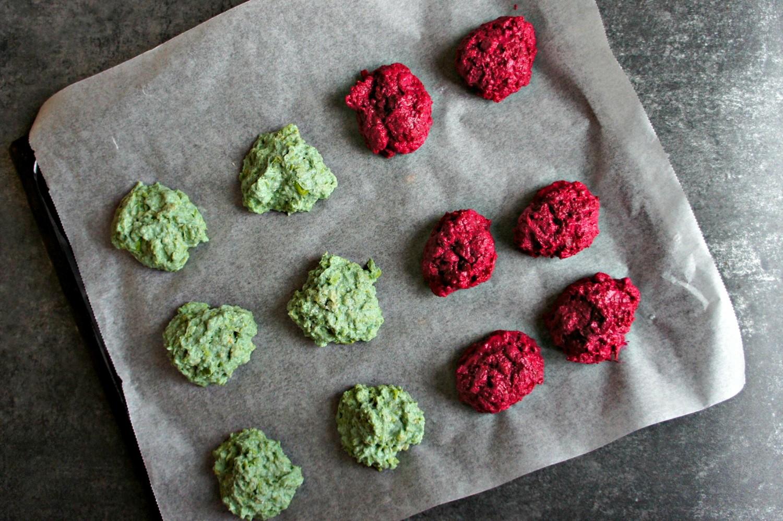 glutenfrie-broccoliboller-og-roedbedeboller-opskrift-1