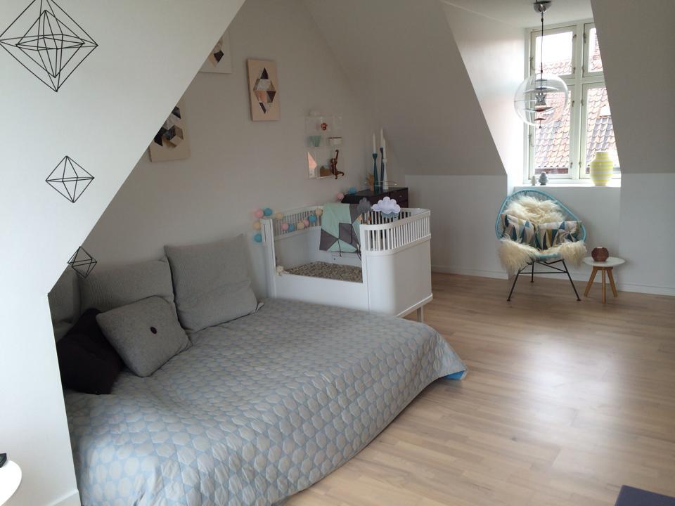 55 kvadratmeters taglejlighed med baby, but how? - Julie Bruun