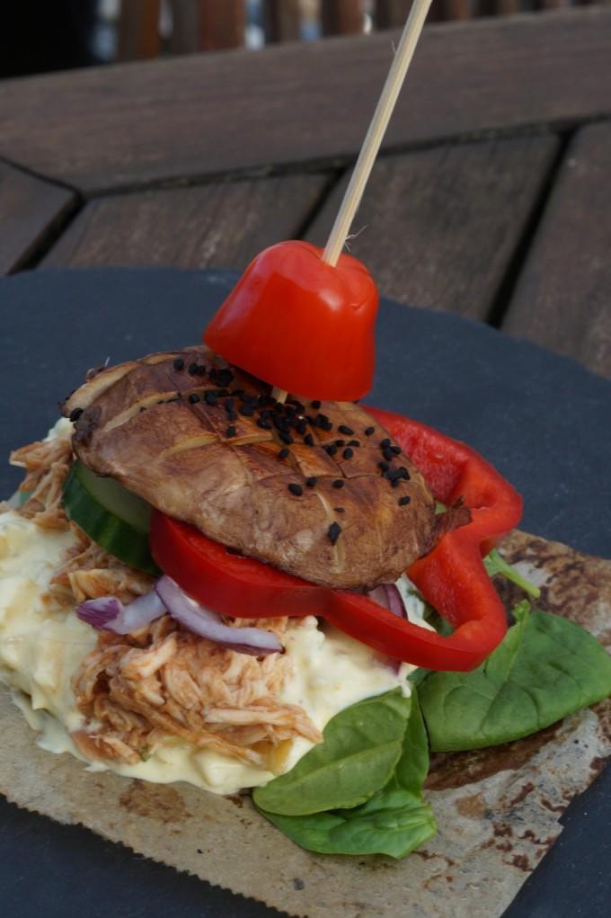 Burger med pulled chicken
